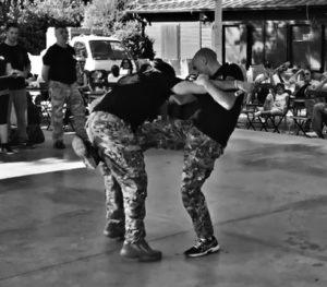 Matteo Laffi durante una dimostrazione di Krav Maga: difesa da attacco di bastone
