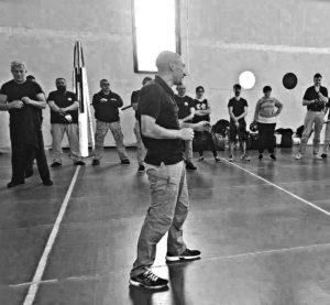 Il Master Matteo Laffi che tiene una lezione durante uno stage di Krav Maga
